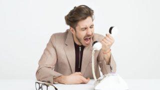 退職交渉に臨む男性