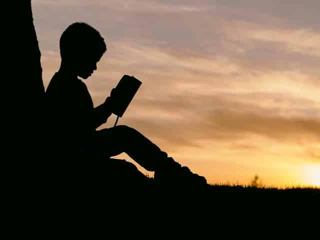 ライザップで英語を学ぶ少年