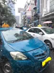 インドネシアの大手ブランドを真似たタクシー