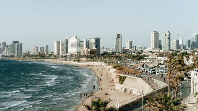 イスラエルでバカンスを楽しむ様子