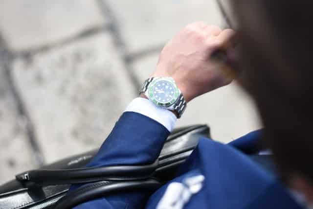 面接で身につけるべき腕時計
